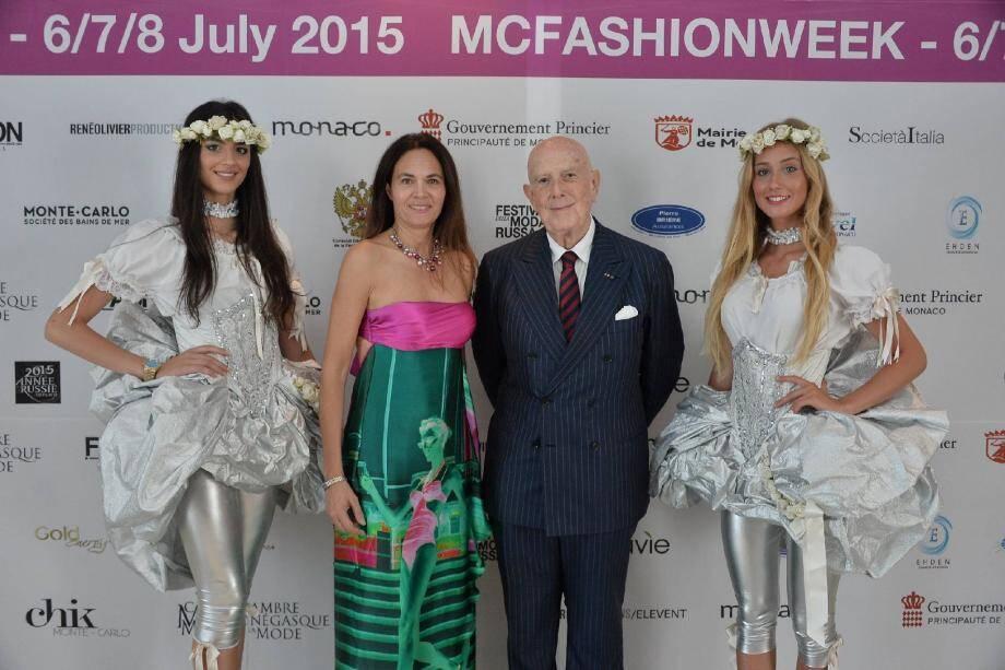 Entourés par des mannequins habillés par la marque de confiserie Ferrero, Federica Nardoni Spinetta, présidente de la Chambre monégasque de la mode, et Mario Boselli, président honoraire de la chambre italienne, ont ouvert hier le salon.