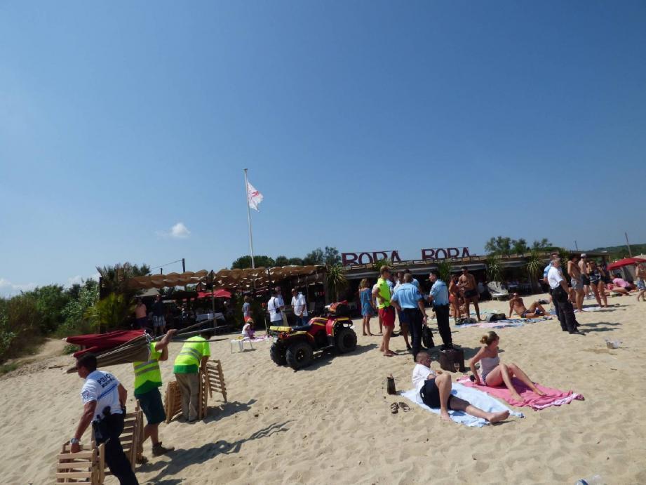 Hier après-midi, sur cette plage de Pampelonne, les estivants ont dû abandonner les matelas pour se retrouver sur le sable.