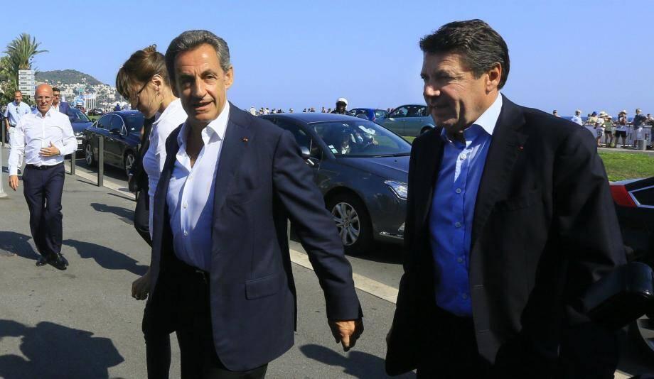 <p>Nicolas Sarkozy, accompagné de Carla, était en visite express ce dimanche à Nice.</p>