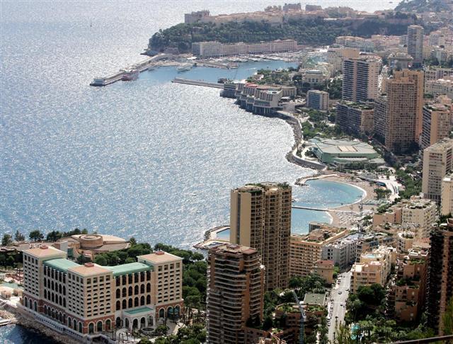 Bord de mer Monaco (Larvotto Grimaldi Forum)
