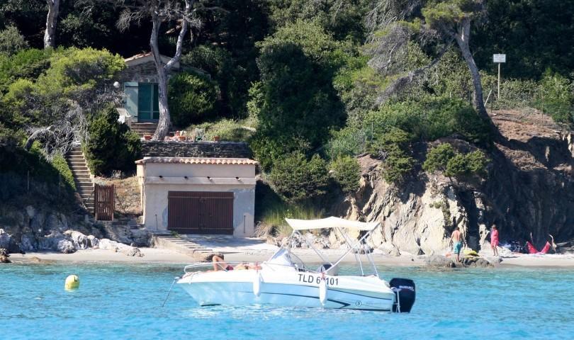 Photo de la plage : La famille grand-ducale ayant rejoint le Luxembourg vendredi, les interdictions sont levées pour cet été.