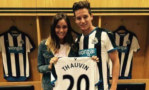 Le maillot de Newcastle lui va comme un gant !