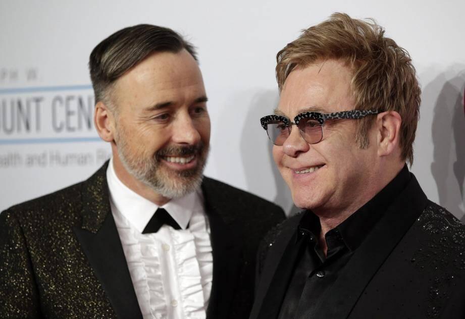 Le chanteur britannique Elton John et son mari David Furnish.