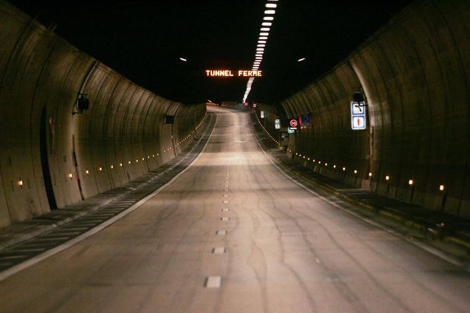 Le tunnel autoroutier de l'A 50, tubes sud et nord à Toulon, permettant la circulation vers Marseille et Nice a été fermé temporairement, ce samedi matin, à 10h30.
