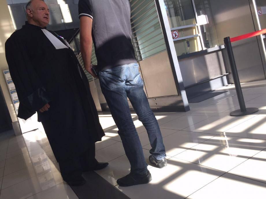 La victime avec son avocat, Me Eric Borghini, à l'issue du procès, qui donnera vraisemblablement lieu à un appel. (Photo C. C.)
