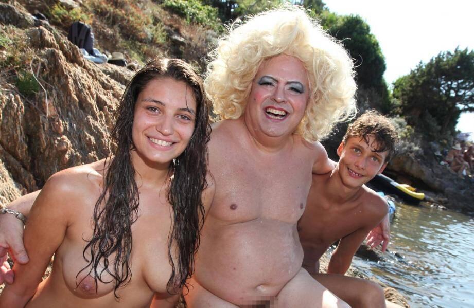 Miss et Mister Levant ont été élus par les naturistes présents hier après-midi sur la plage des Grottes. Au centre, Thierry (grimé en Maryline), a eu un prix spécial.