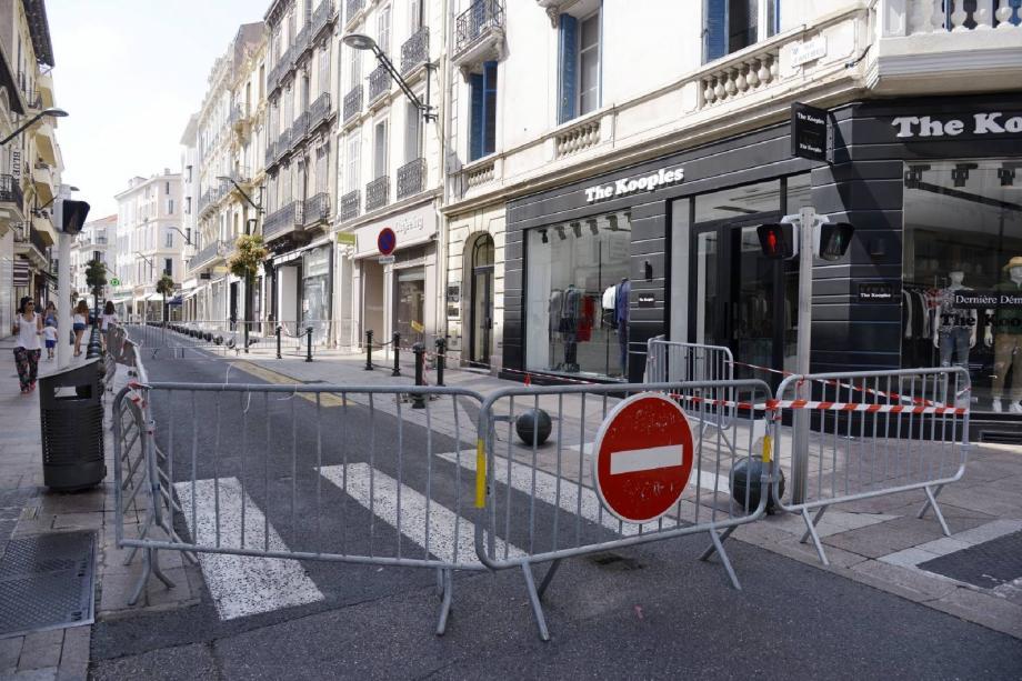 La police municipale a établi un périmètre de sécurité.