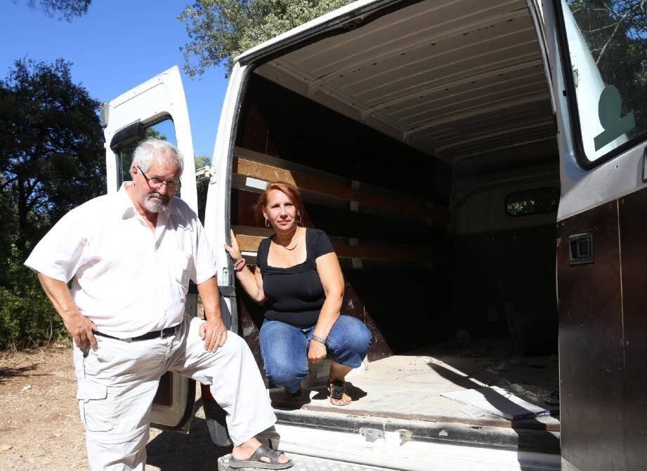 Pour transporter les vêtements jusqu'au Maroc, l'association Garrigues s'est spécialement dotée d'un camion.