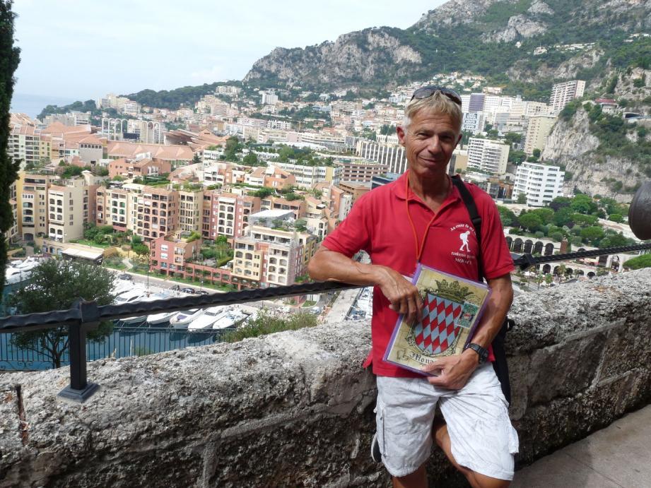 La passion de Jean-Marc Ferrie? Monaco et son histoire. Depuis quelques années, il organise des balades à travers les différents quartiers de la Principauté pour la faire découvrir aux visiteurs. (Photos A. Ma.)