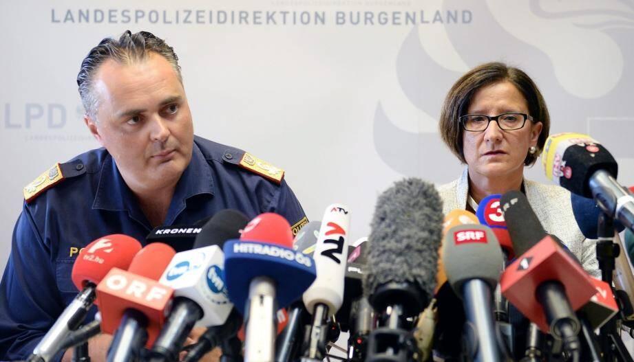 """""""Parmi les migrants, il y avait 59 hommes, huit femmes et quatre enfants, une fillette âgée d'un ou deux ans et trois garçons âgés de 8, 9 ou 10 ans"""", a déclaré le porte-parole de la police, Hans Peter Doskozil."""