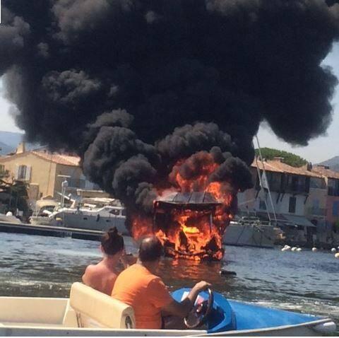Une barque électrique a fait naufrage à Port-Grimaud ce jeudi vers 16h15. (Photo M. Brjost)