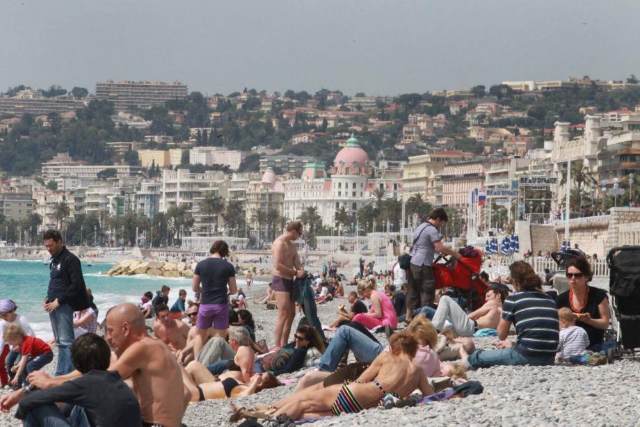La plage sur la promenade des Anglais à Nice