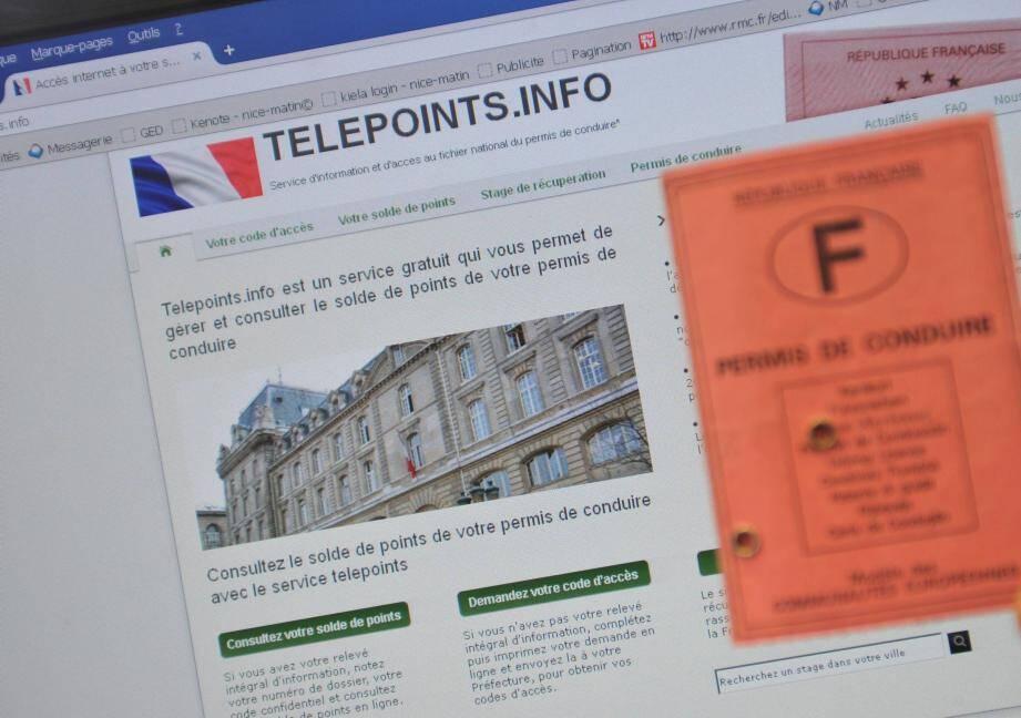 Jean-Philippe Majoux, retraité régussois, aura dû faire des pieds et mains pour obtenir un simple code internet.