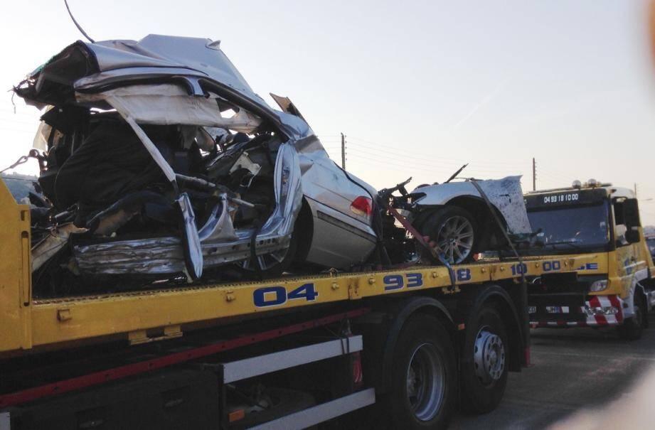 La carcasse de la voiture accidentée à Nice