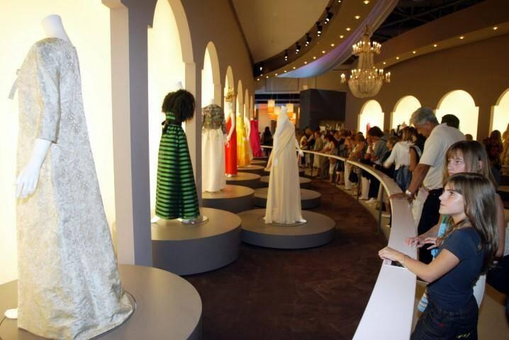 """C'est le record de ces quinze dernières années: l'exposition de l'été 2007, """"Les Années Grace Kelly"""" a attiré 135.000 visiteurs à Monaco, et plusieurs millions dans le monde où elle continue d'être présentée."""