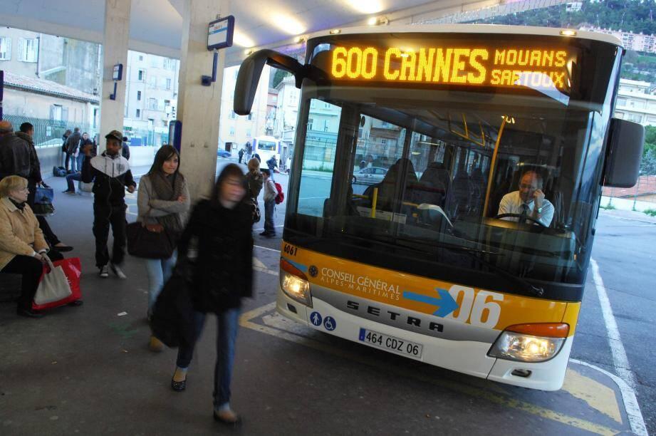 Bus à la gare routière de Grasse