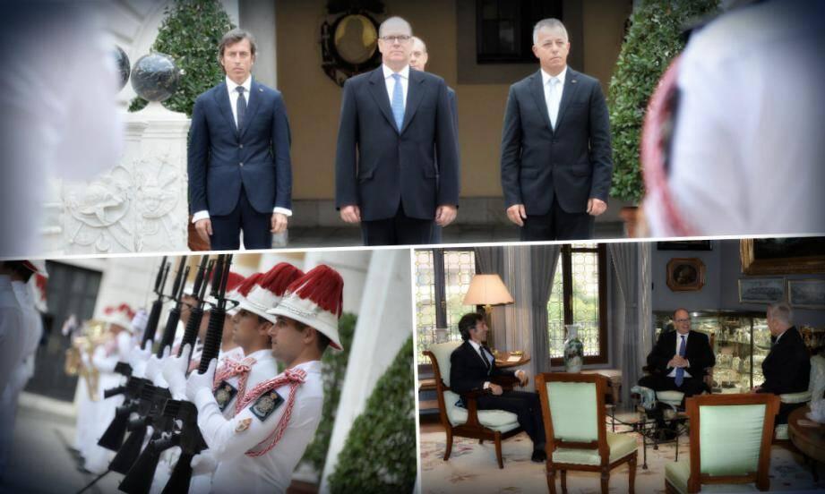 Entourant le prince Albert II, Andrea Belluzzi et Roberto Venturini ont eu droit hier matin aux honneurs militaires rendus par les carabiniers du prince, dans la cour d'honneur du Palais.