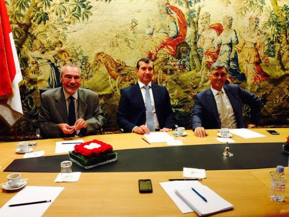 Les trois élus de la minorité Union Monégasque - (de gauche à droite) Bernard Pasquier, Jean-François Robillon et Jean-Louis Grinda - en conférence de presse mardi après-midi au Conseil national.