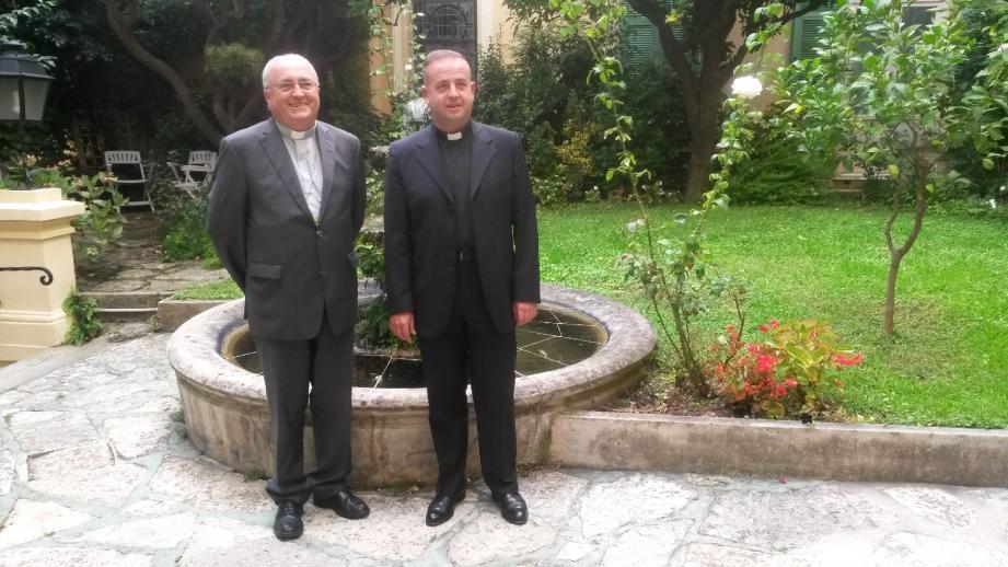 L'archevêque de Monaco, Monseigneur Barsi, a tenu la traditionnelle conférence de presse de rentrée, hier à la maison diocésaine. Il a présenté le nouveau vicaire général, Guillaume Paris (à droite).