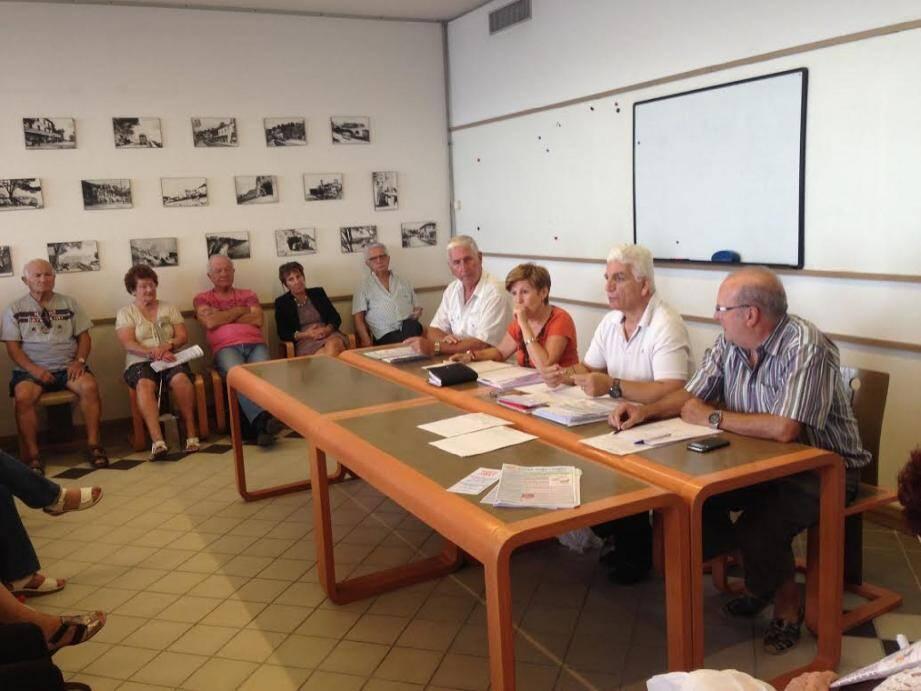 Pour animer la réunion d'information (de gauche à droite) : Henri Taddone, président de l'Union des retraités (URM), Angèle Braquetti, membre du conseil d'administration de l'URM, Alex Falce, secrétaire général, et Christian Chauvet, vice-président.