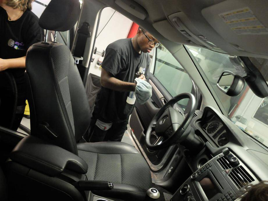 La formation concerne le nettoyage intérieur des véhicules. Une autre doit être organisée pour l'extérieur.