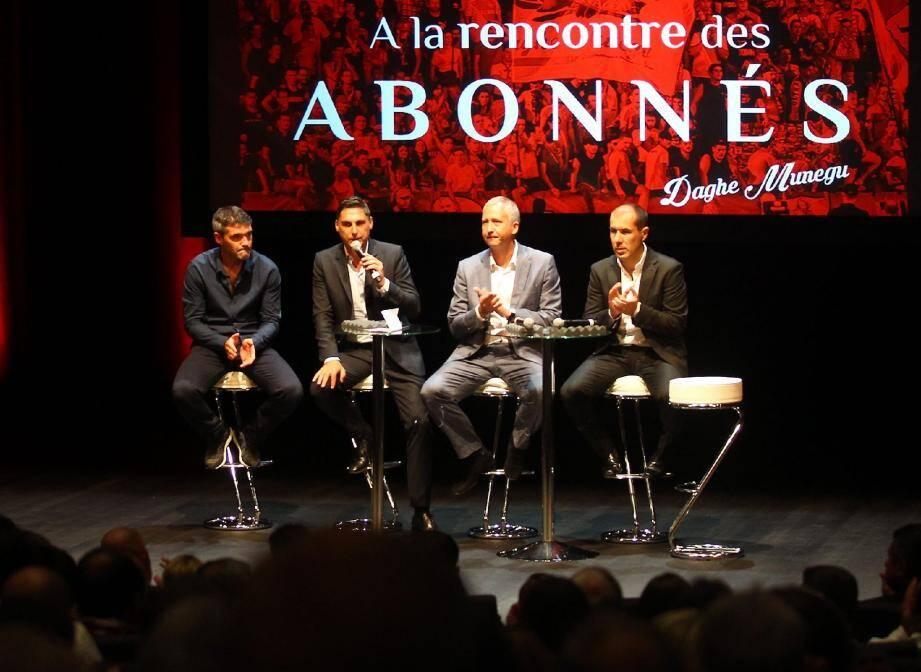« Je n'ai pas souvenir qu'il y ait eu, en France, une telle réunion », livre le journaliste sportif Christophe Josse.