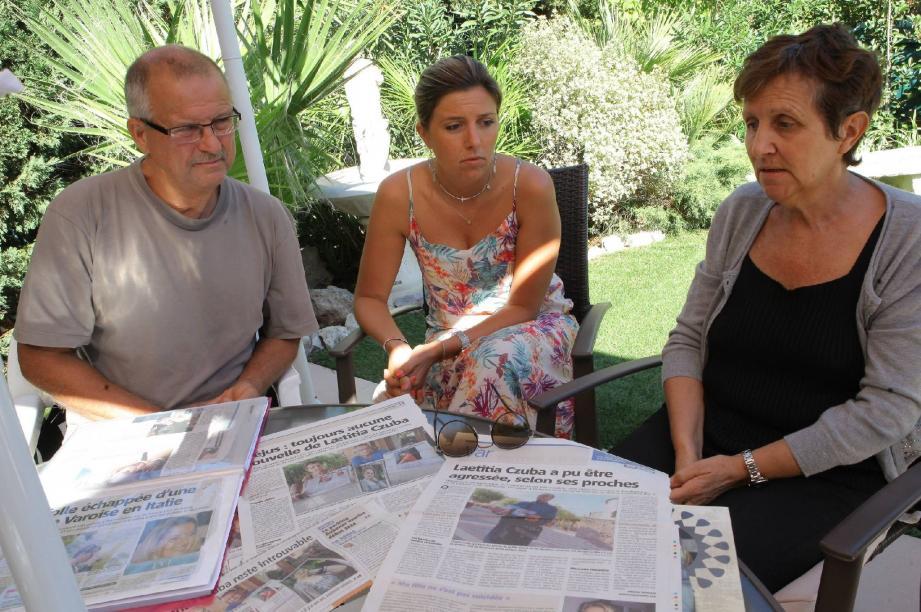 Trois ans après la disparation de leur fille Lætitia, Carmen et Claude, ainsi que sa sœur Christelle, tentent de faire avancer l'enquête, sans succès.