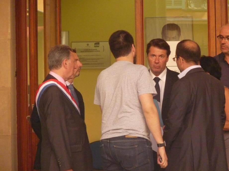 Christian Estrosi a reçu, dans un bureau, le couple arrivé avec 50 minutes de retard à la mairie. Les cérémonies ont été longuement interrompues hier.