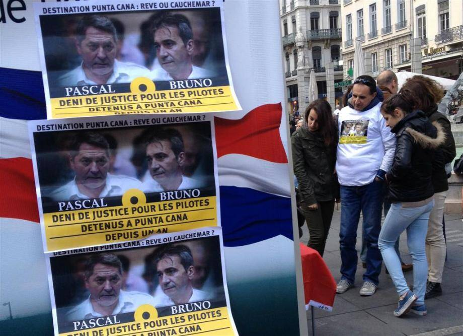 La place des Terreaux, à Lyon, lors d'une manifestation en faveur des pilotes, avec leur libération conditionnelle, en 2014.