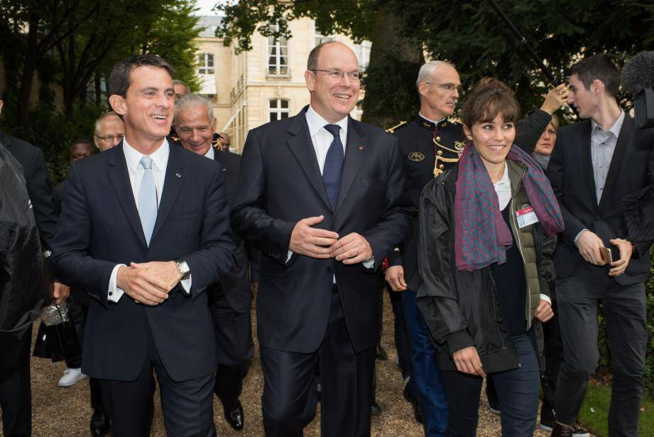 Le prince Albert II reçu par Manuel Valls à l'hôtel Matignon