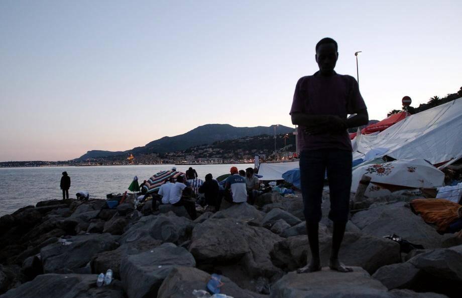 Des migrants à la frontière italienne.