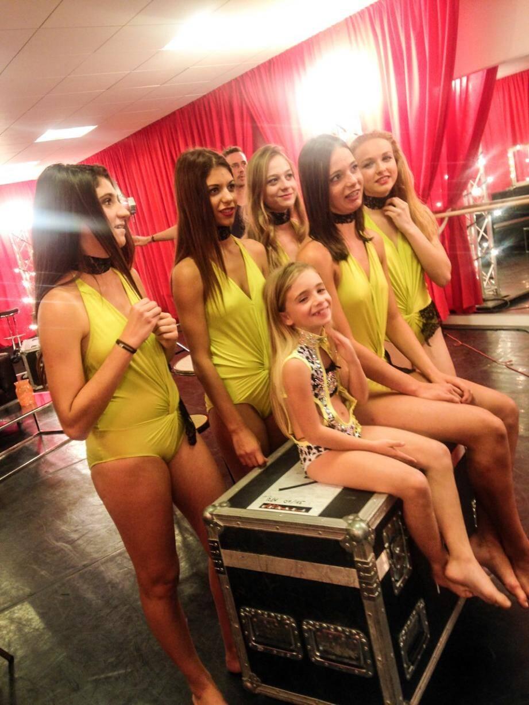 Les danseuses de Danze Emoi ont concouru sur une chorégraphie, appelée Télé-Réalité.