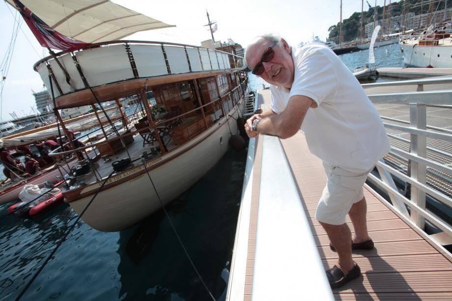 Le yacht de l'artiste Jean-Michel Folon le Over the Rainbow était en vente aux enchères.