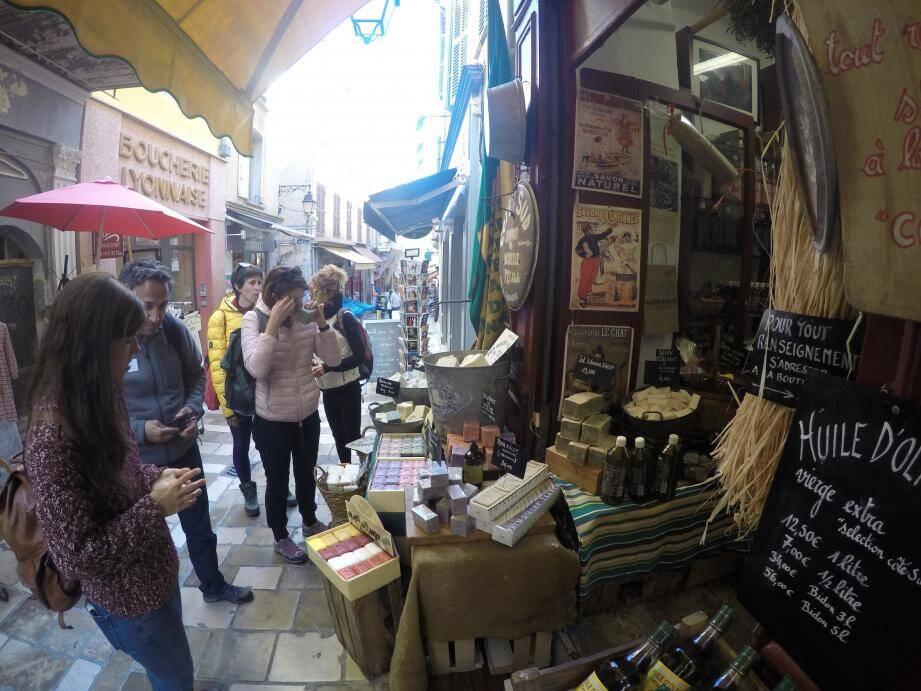 Visite la vieille ville et shopping dans les ruelles.