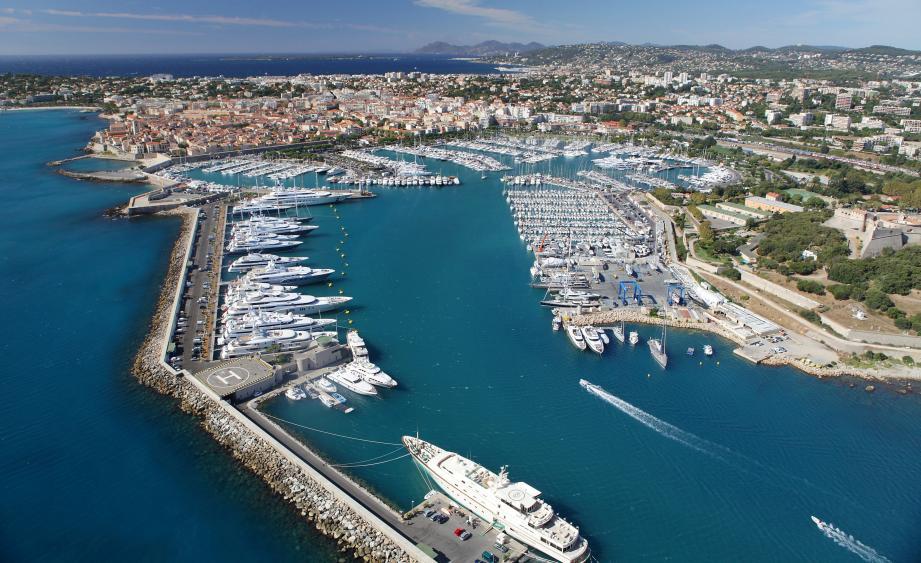 ©PHOTOPQR/NICE MATIN ; antibes le port vauban la vieille ville le fort carre