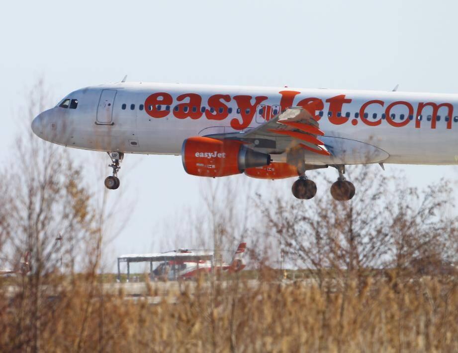 Un avion EasyJet à l'aéroport de Nice Côte d'Azur.