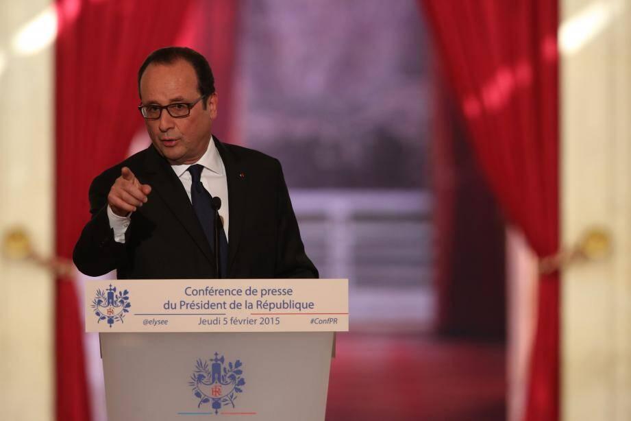Selon le rituel désormais bien rôdé de ce rendez-vous semestriel, François Hollande fait face à un parterre de plus 200 journalistes réunis à l'Elysée.