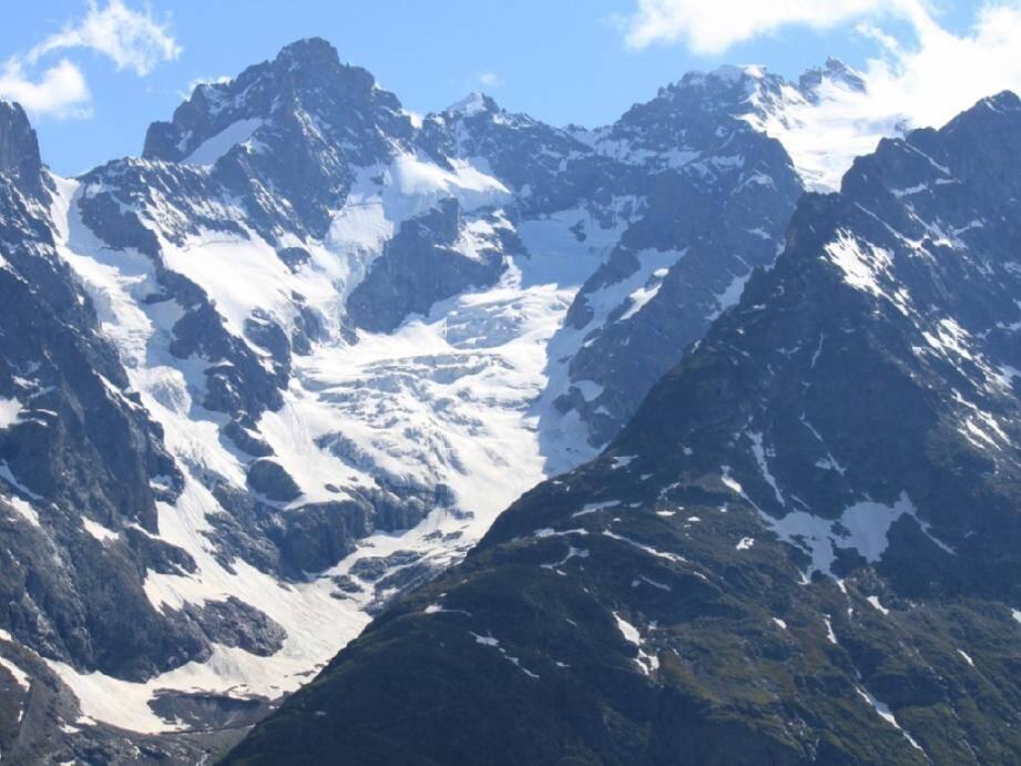 Une avalanche s'est déclenchée, ce mardi midi, au massif des Ecrins.