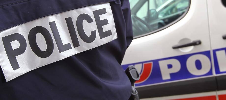Manifestement ivre, une mère de famille a passé son week-end en garde à vue et ses deux jeunes garçons ont été confiés à leur beau-père.