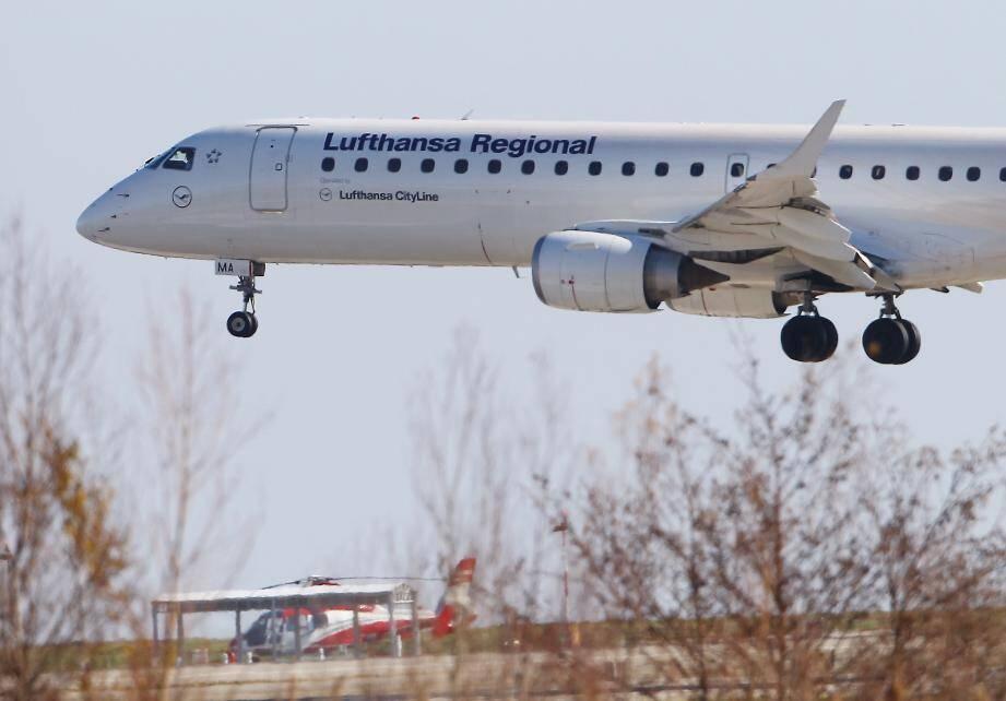 Un avion de la Lufthansa à l'aéroport de Nice.