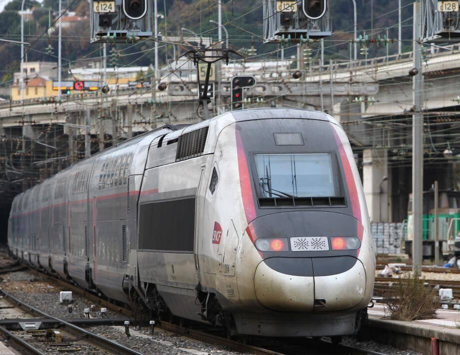 Un TGV en gare de Nice.
