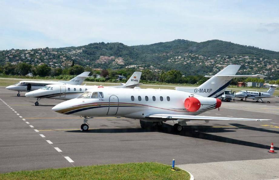 Jets privés à l'aéroport de Cannes-Mandelieu.