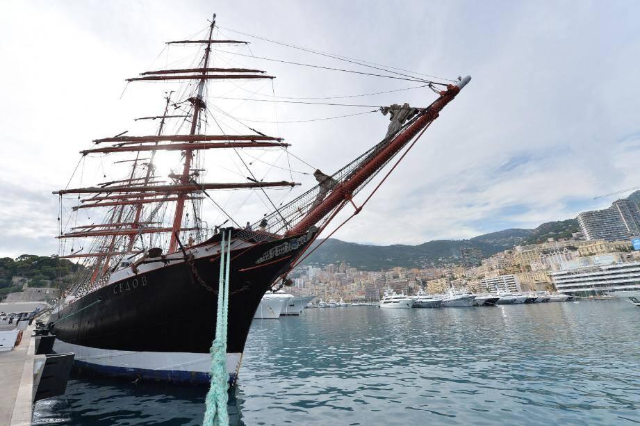 Construit en Allemagne il y a 94 ans, le Sedov sert à former de futurs marins de commerce russes.