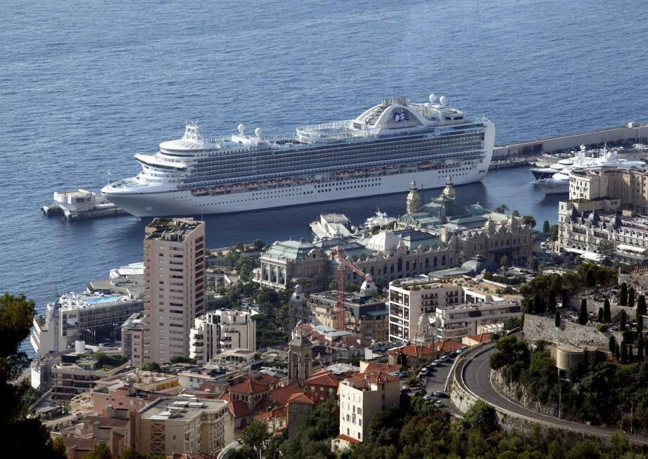 Monaco a trouvé l'astuce en appliquant une politique tarifaire élevée pour les navires qui accostent, afin de dissuader les croisières de masse.