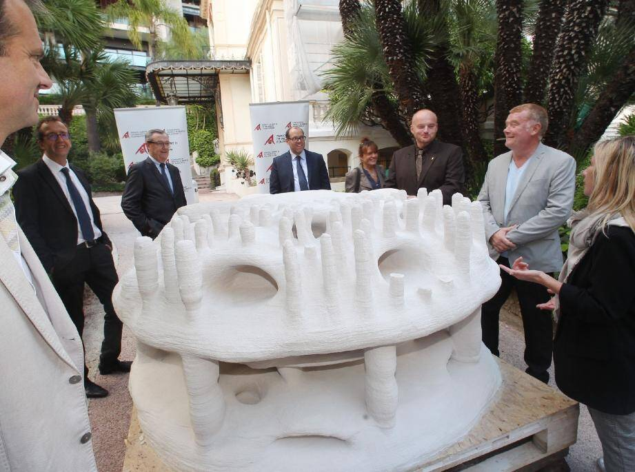 Le premier récif a été montré dans les jardins de la Fondation Prince Albert II. Il représente une évolution technologique car pour la première fois, construit par une imprimante 3D.