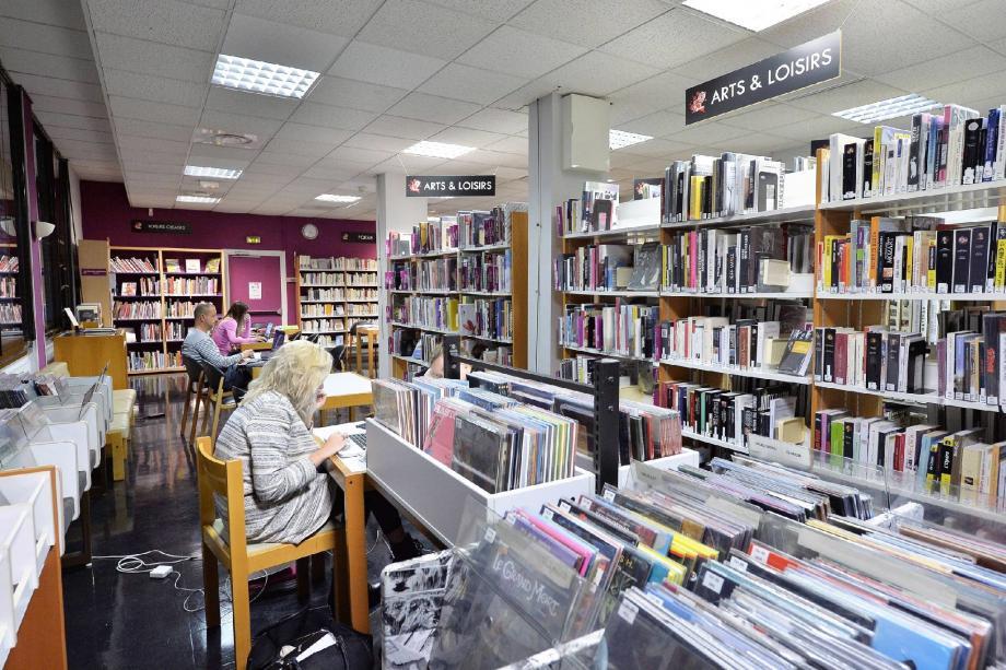Sur le site de la rue Louis-Notari, la médiathèque compile 16 000 livres accessibles au public abonné.