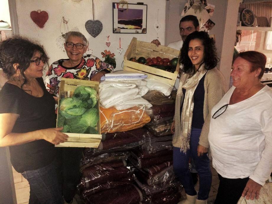 Sous forme de collectif depuis sa création en décembre 2014, Toulon solidarité pourrait changer de visage et devenir une association, notamment afin d'organiser des collectes. Le mouvement, qui malgré tout persiste, souffre en effet du manque de bénévoles, de dons et de lieu pour stocker ce dont il dispose.