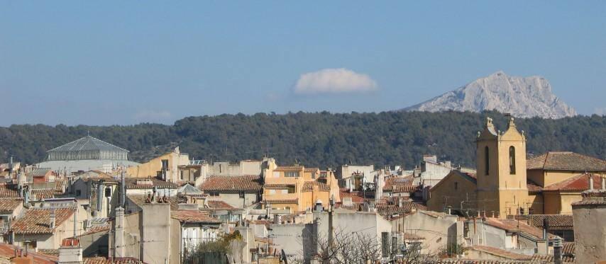 Le pays d'Aix et son arrière-pays, ici la montagne de Sainte-Victoire.