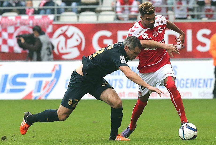 Frederic Bulot (Reims) et Jeremy Toulalan (AS Monaco).