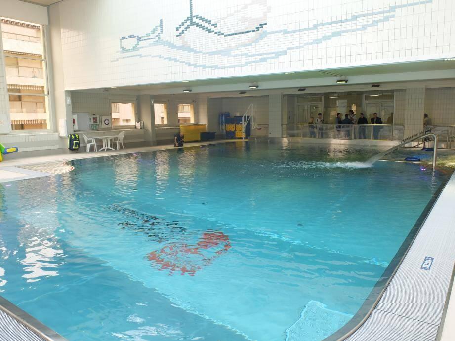 Sous l'eau, le revêtement est constitué d'inox, plus esthétique et surtout, plus hygiénique.